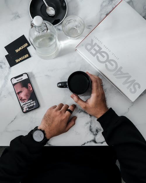 Δωρεάν στοκ φωτογραφιών με flatlay, ihpone, ακουστικά