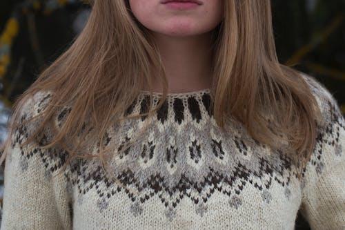 Foto profissional grátis de abrigo, bonita, bonitinho, cabelo