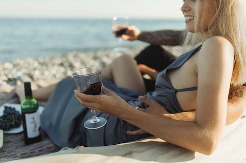 Бесплатное стоковое фото с бокал для вина, валентинов день, вино