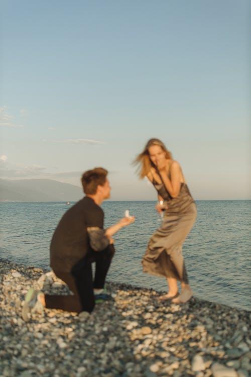 Foto d'estoc gratuïta de acomiadar-se, aigua, amor, besar