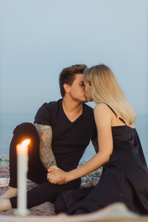 adam, Aşk, beraberlik içeren Ücretsiz stok fotoğraf