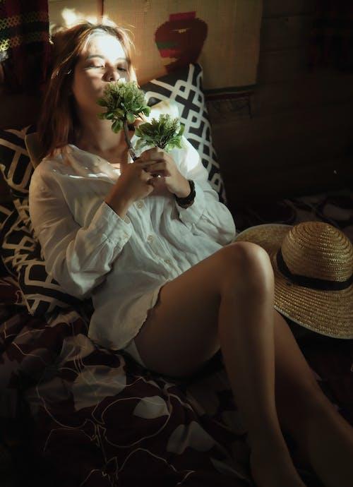 Foto profissional grátis de adulto, amor, atraente