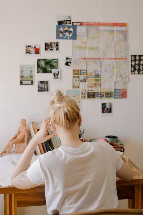 Foto stok gratis anonim, belajar, berambut pirang