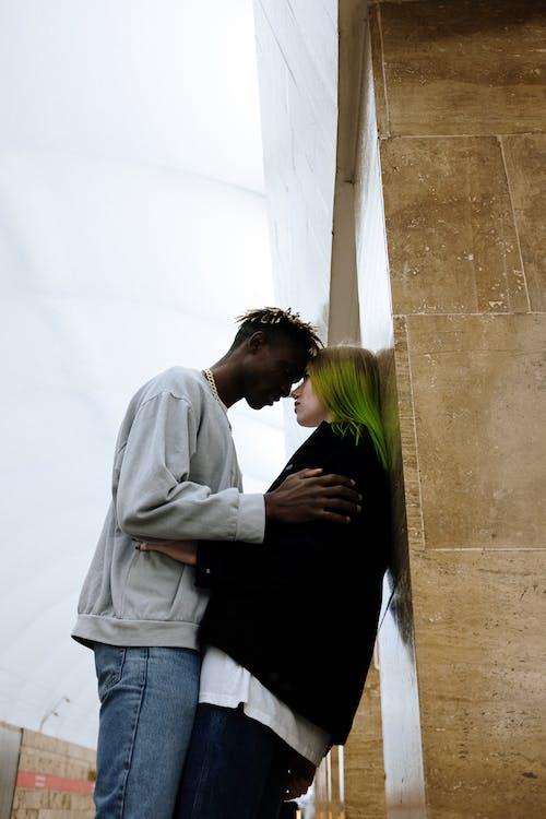 Darmowe zdjęcie z galerii z afroamerykanin, anonimowy, atrakcja, dredy