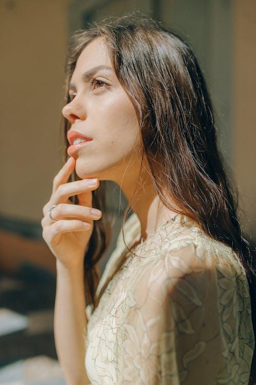 Безкоштовне стокове фото на тему «брюнетка, вродлива, вродливий»