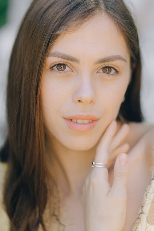 Ilmainen kuvapankkikuva tunnisteilla brunette, henkilö, huulet