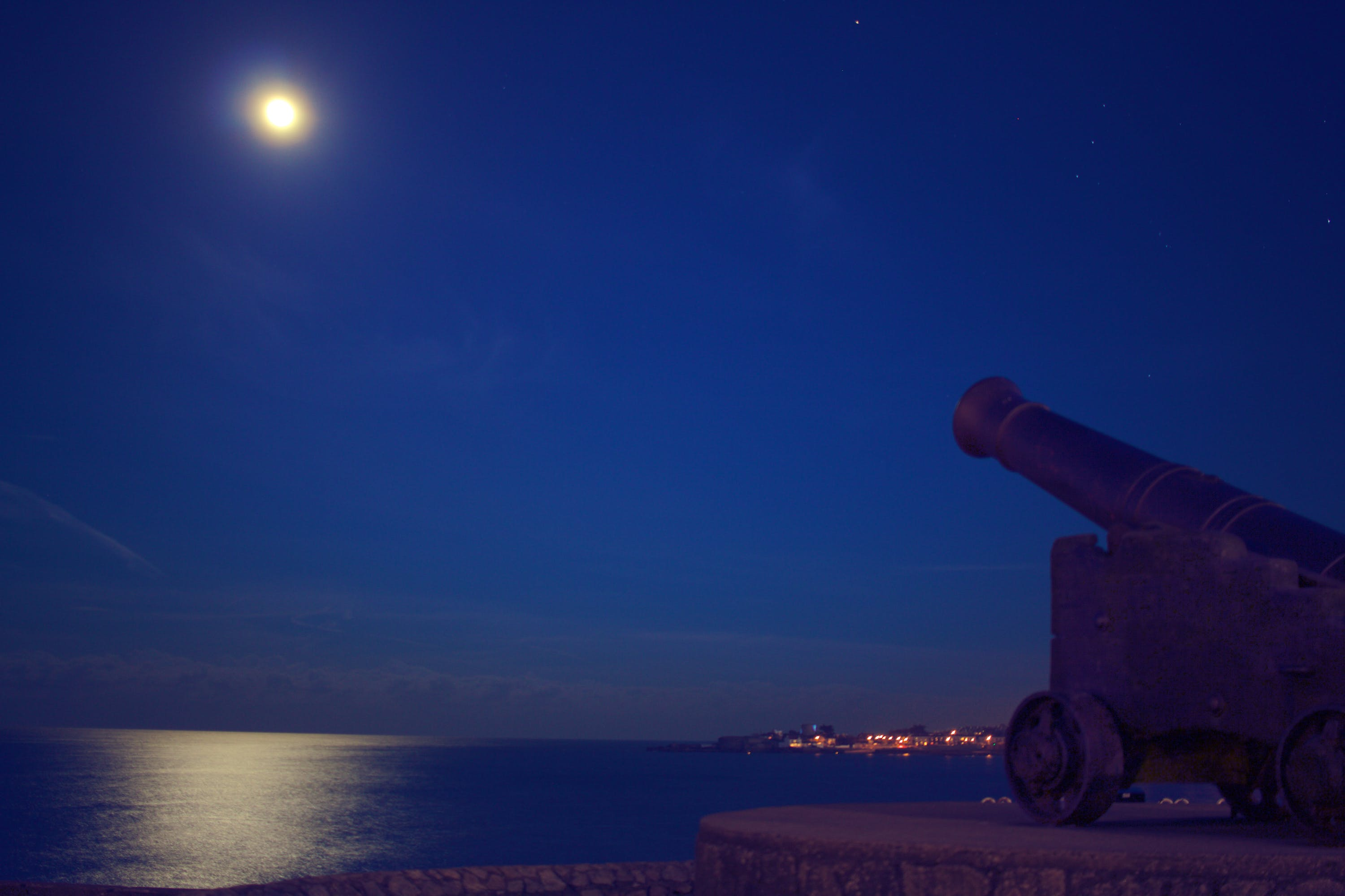 Free stock photo of night, cannon, castle, moon