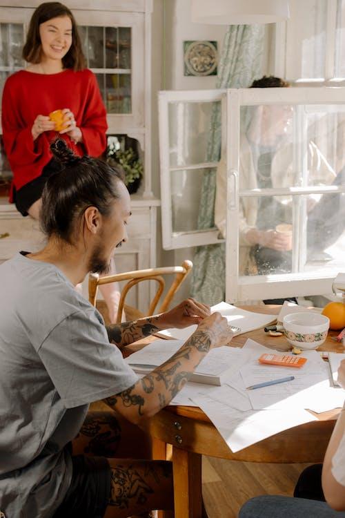 Kostenloses Stock Foto zu arbeitsmappen, asiatisch männlich, ausbildung