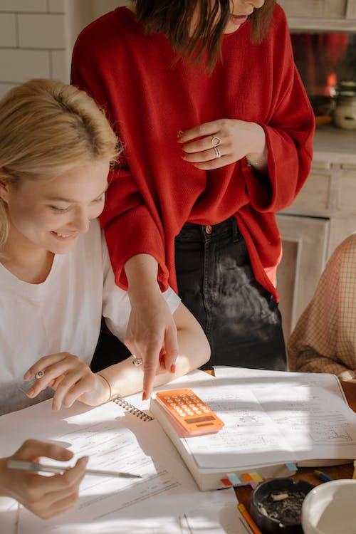 カレッジ, テーブル, ノートの無料の写真素材