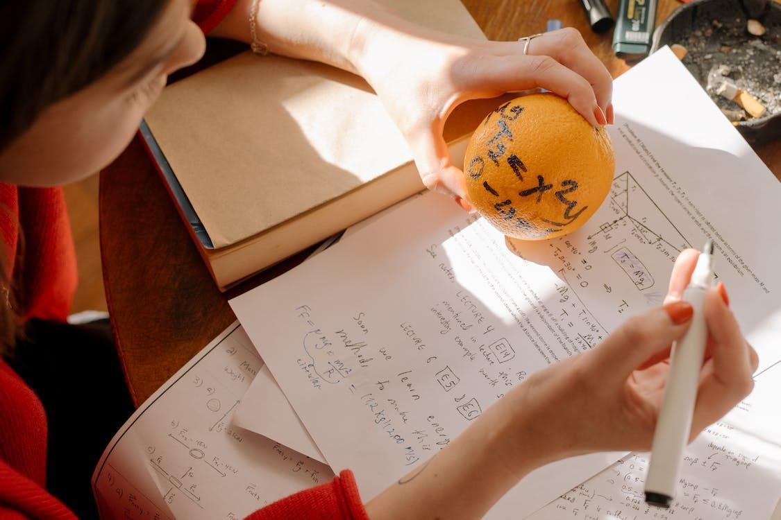 Бесплатное стоковое фото с апельсин, воспитывать, документы