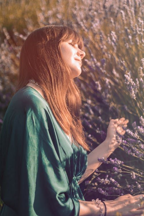 Foto d'estoc gratuïta de a l'aire lliure, adult, bonic, cabell