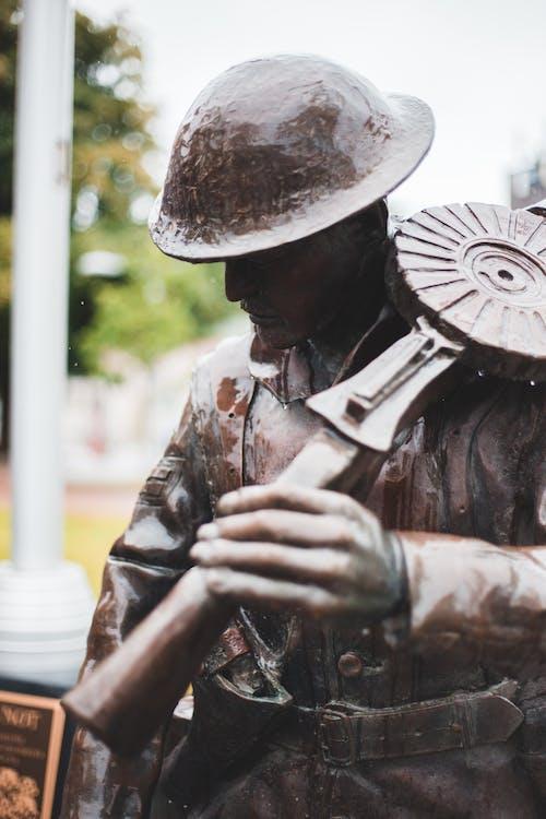 Bronze sculpture of man on city street