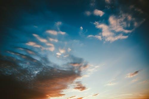 Безкоштовне стокове фото на тему «вечір, високий, драматичний, ефектний»