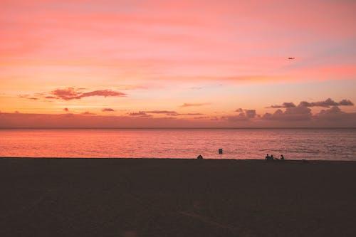 Gratis arkivbilde med daggry, dramatisk himmel, hav