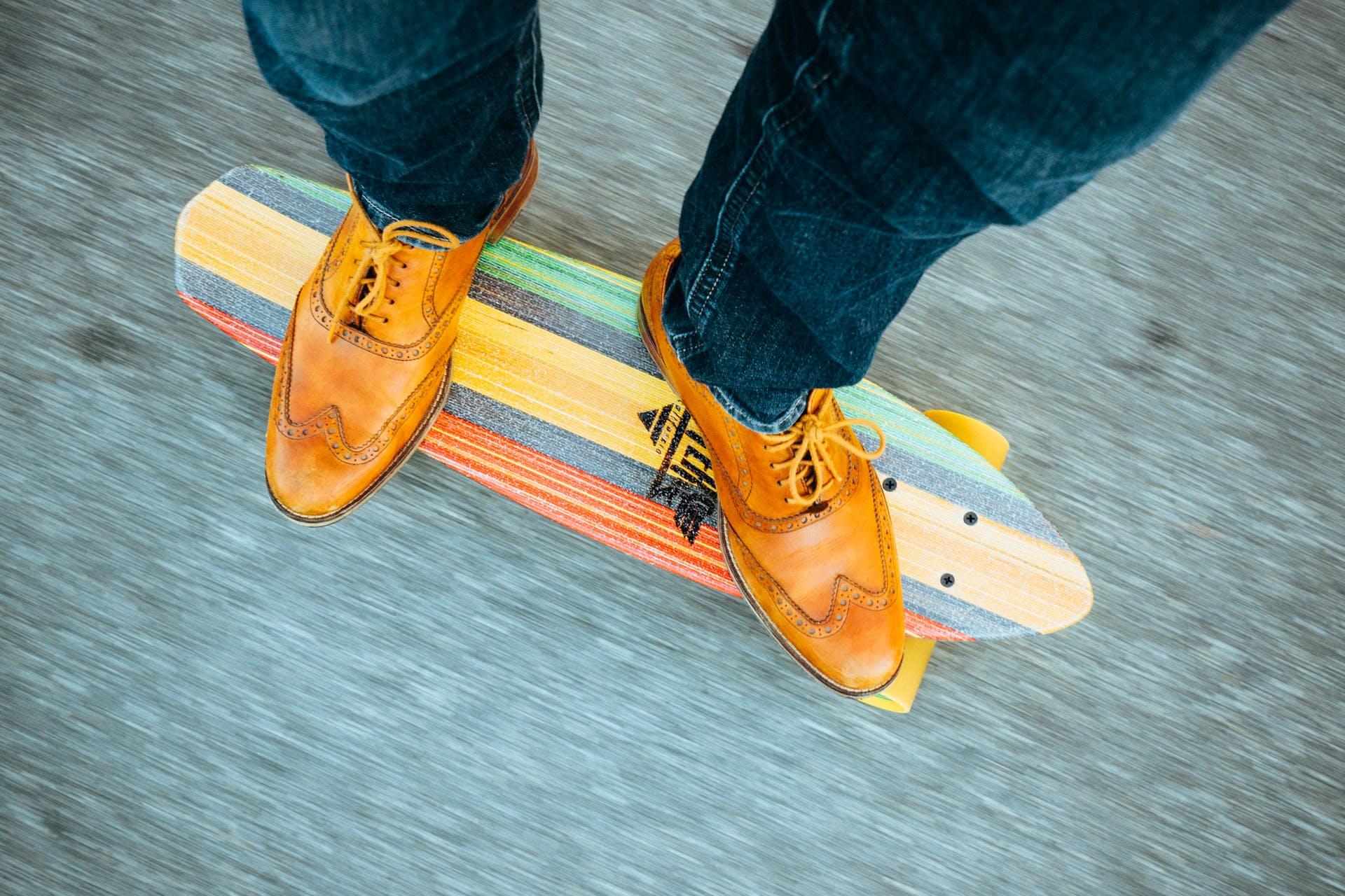 Kostenloses Stock Foto zu cool, füße, hipster, longboard