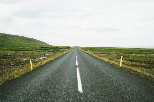 Бесплатное стоковое фото с асфальт, дорога, прямой, улица