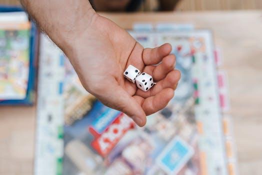 joueur de cultures avec des des jouant au jeu de societe