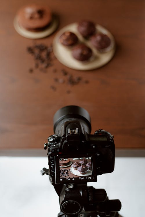Camera with photo of delicious muffins on display