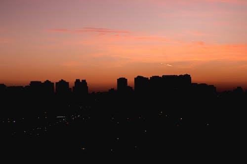 Безкоштовне стокове фото на тему «захід сонця, місто, міський пейзаж, небо»