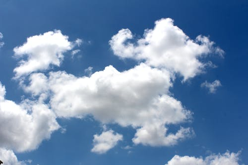Darmowe zdjęcie z galerii z atmosfera, biały, chmury, dzień