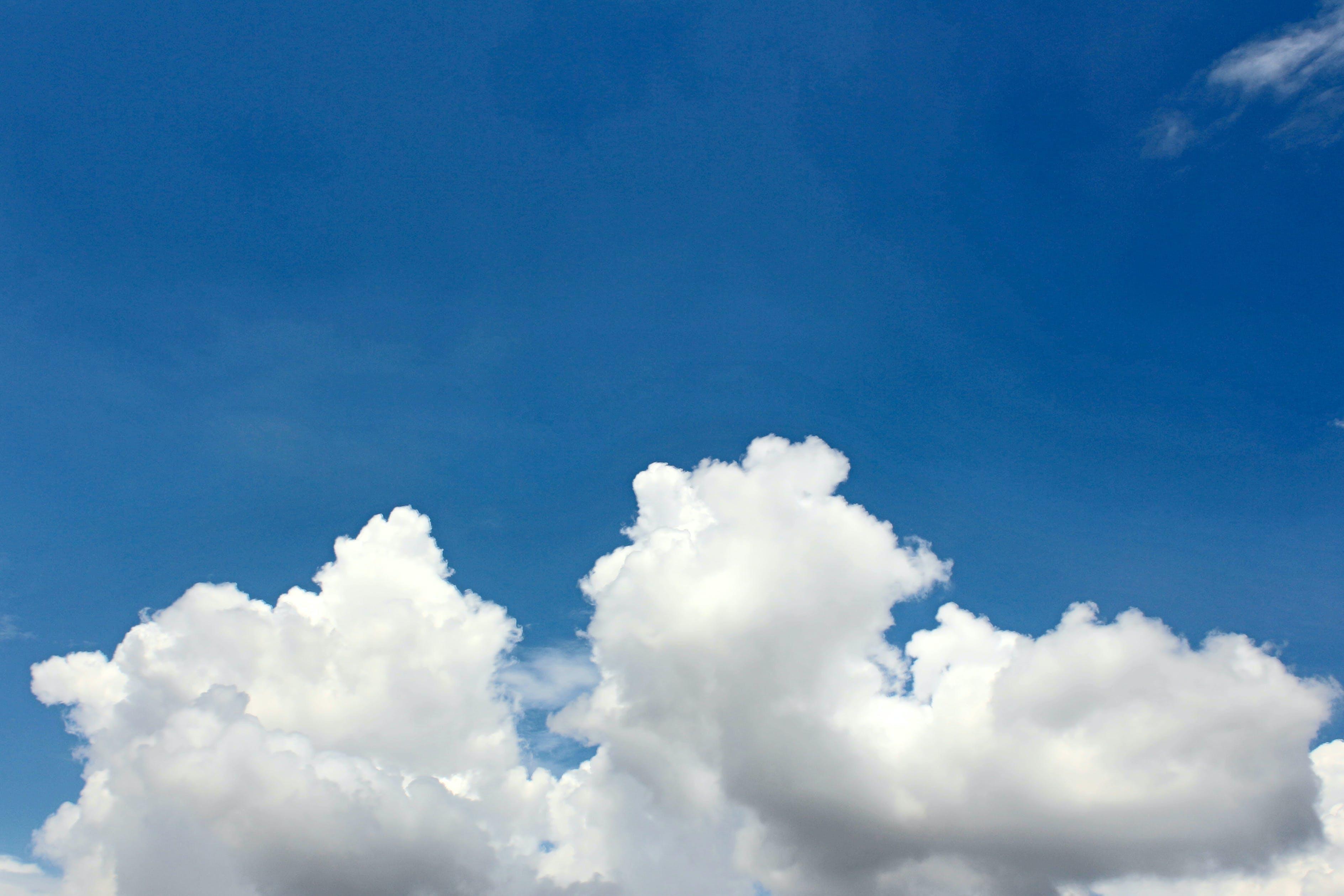 Gratis arkivbilde med blå himmel, dagtid, himmel, høy