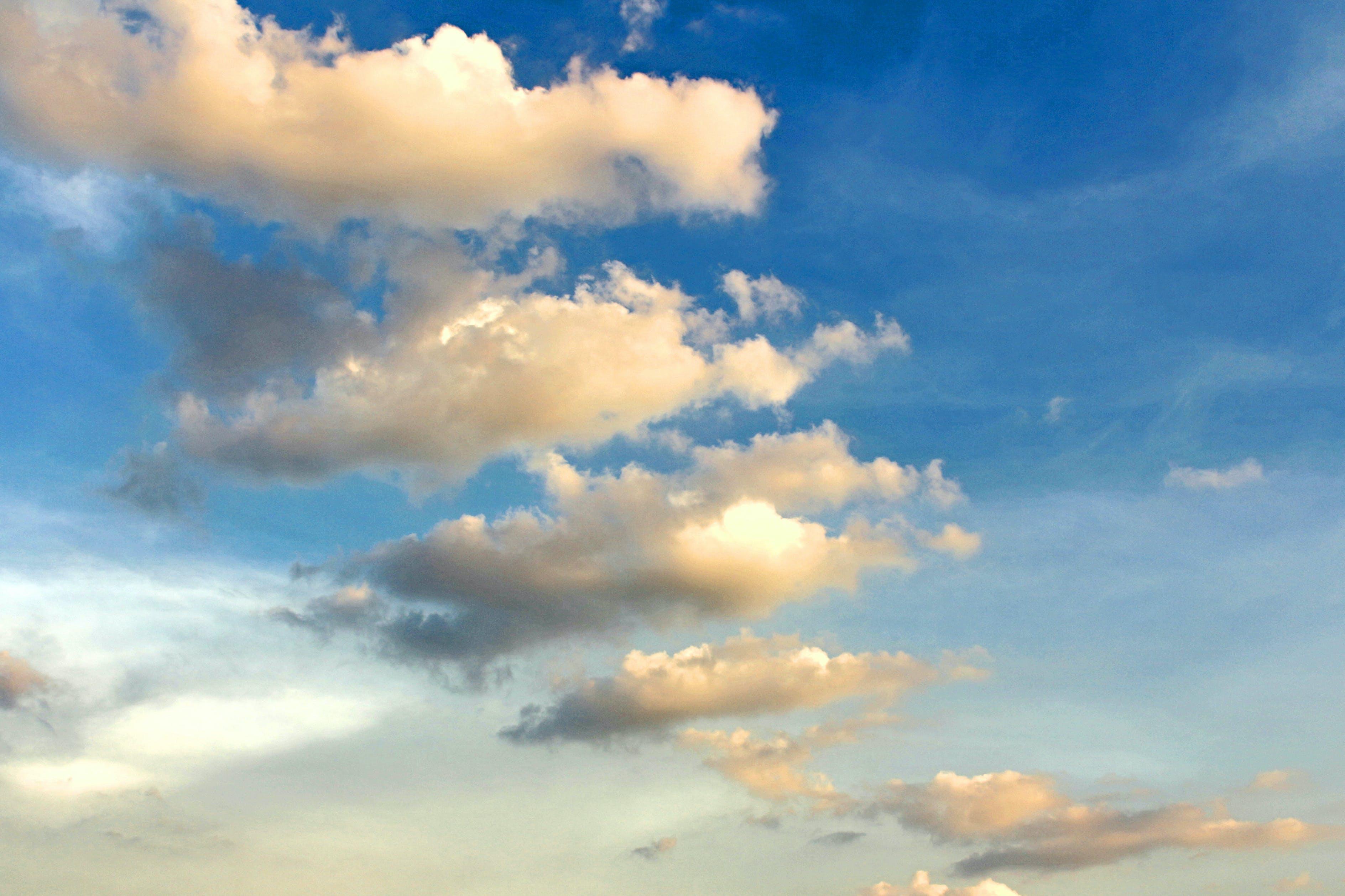 Foto d'estoc gratuïta de alt, bon temps, bonic, cel