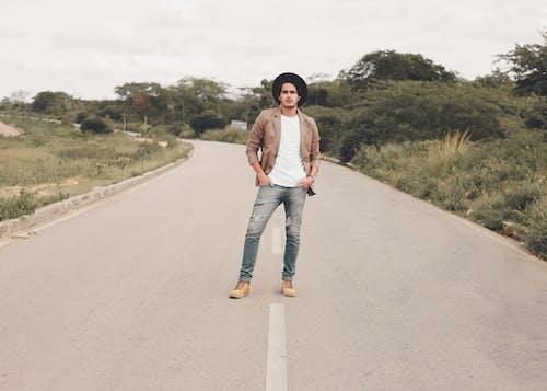 Imagine de stoc gratuită din anotimp, asfalt, bărbat, blugi