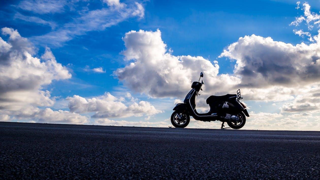 motorový skúter, mraky, oblaky