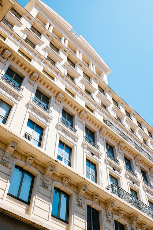Kostenloses Stock Foto zu architektur, außen, balkon, draußen