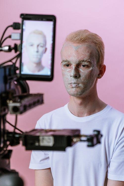 Бесплатное стоковое фото с блондинка, воспроизведение, глиняная маска