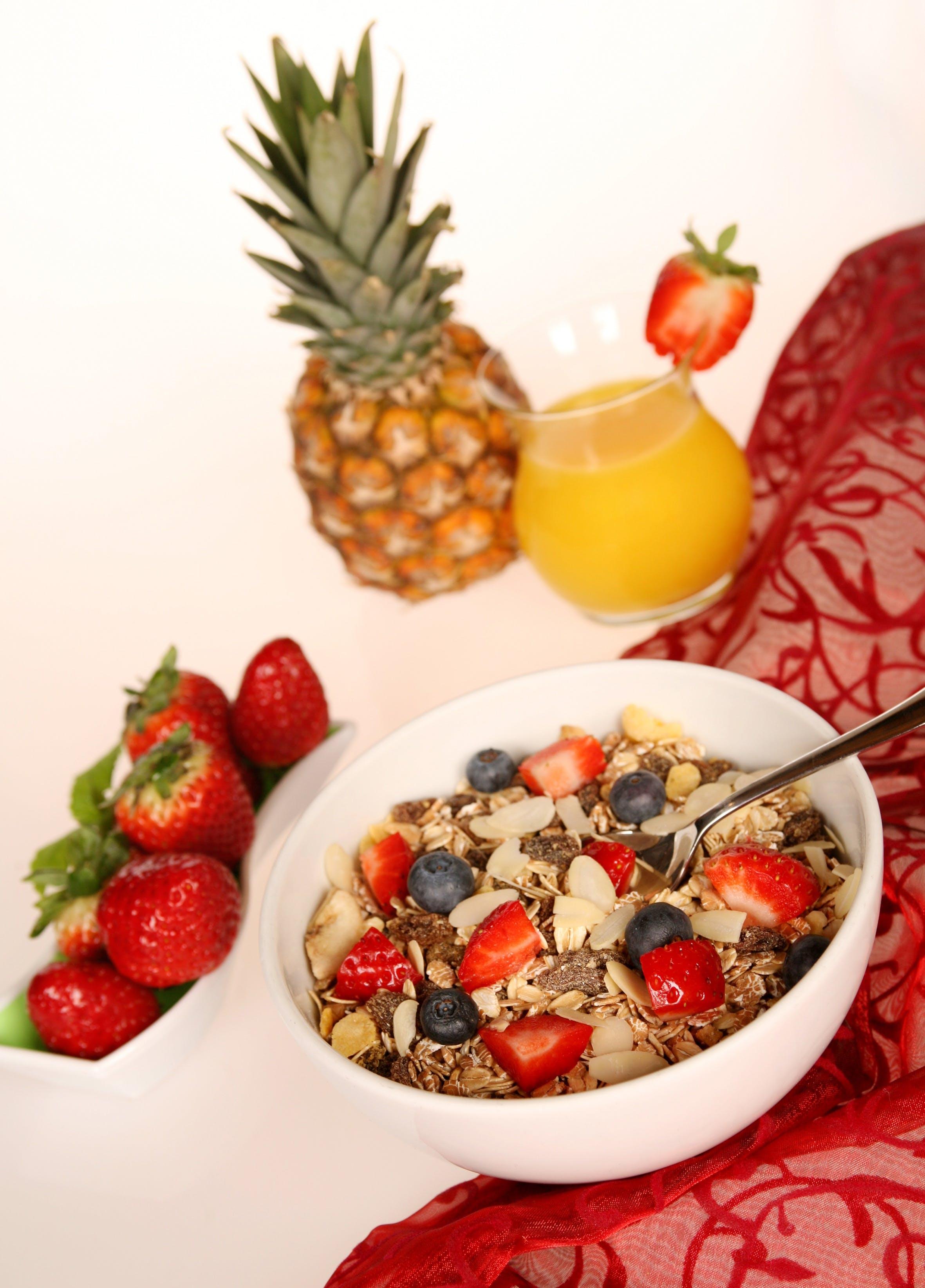 Kostnadsfri bild av ananas, apelsinjuice, blåbär, flingor