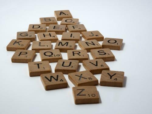 Ingyenes stockfotó ábécé, betűk, fa, fehér háttér témában