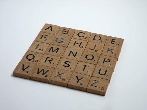 Ingyenes stockfotó betűk, fa, fehér háttér, felirat témában