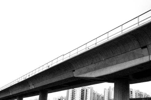 Kostnadsfri bild av bnw, gränd, järnväg, natur