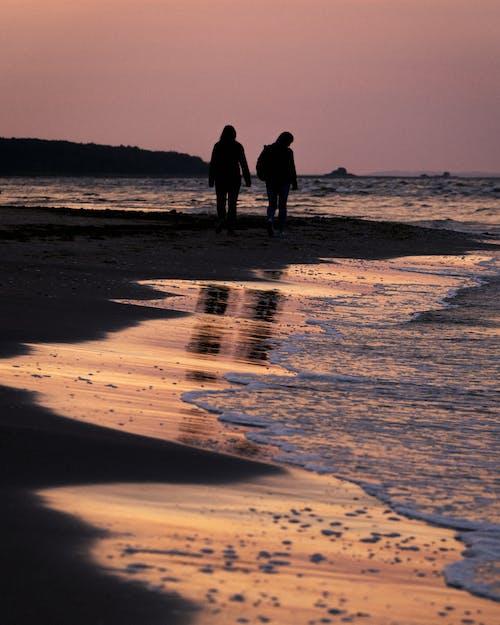 Kostenloses Stock Foto zu frauen, gehen, meer, ozean