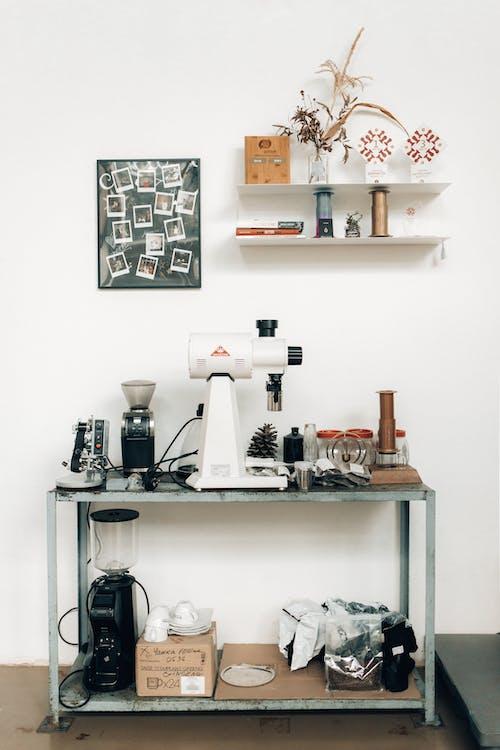 Gratis lagerfoto af åbent køkken, arkitektur, batchbrew, bogreol