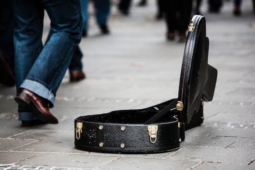 人, 吉他盒, 男人, 男性 的 免费素材照片