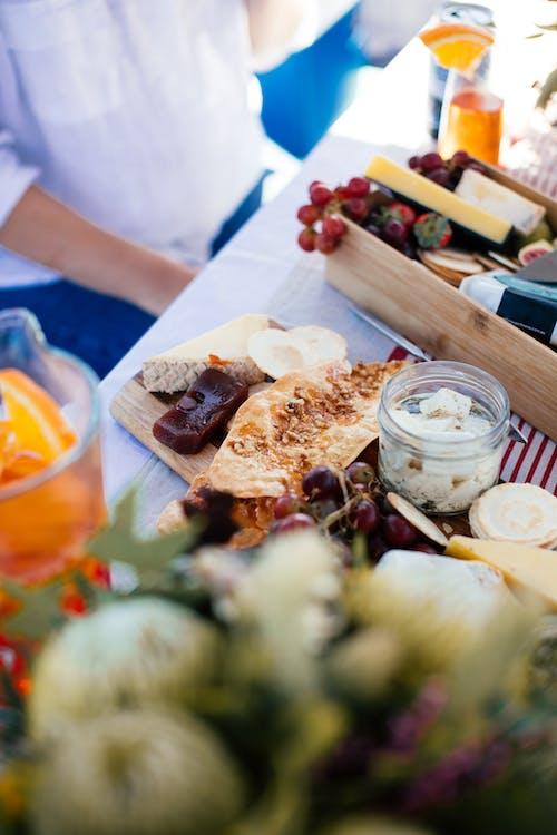 チーズの盛り合わせ, 浅いフォーカス, 食品盛り合わせの無料の写真素材