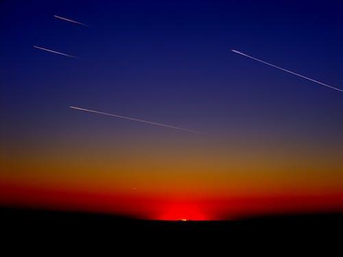 Kostenloses Stock Foto zu himmel, landschaft, lichtspur, meteoriten