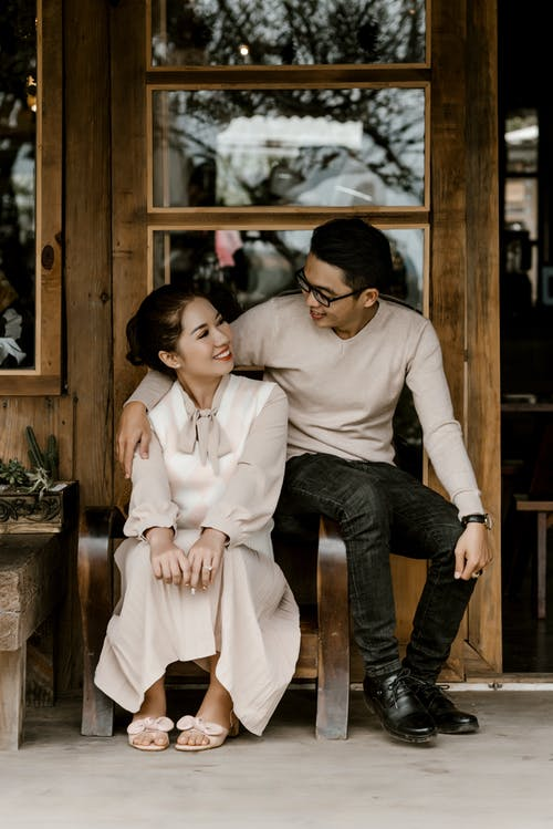 Безкоштовне стокове фото на тему «азіатська пара, балакати, балкон»