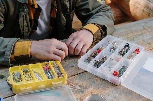 オブジェクト, プラスチックケース, ルアー, 手の無料の写真素材