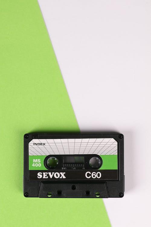 Ilmainen kuvapankkikuva tunnisteilla kasetti, valkoinen tausta, vihreä tausta