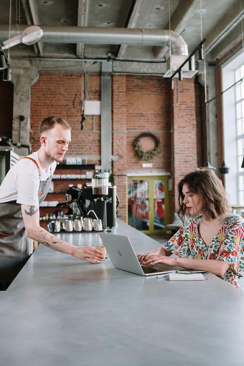 Ilmainen kuvapankkikuva tunnisteilla asiakas, barista, e oppiminen, elearning