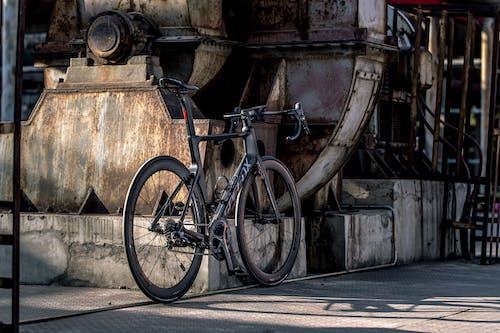 Kostnadsfri bild av cykel, cykling, industriområde, vägcykel