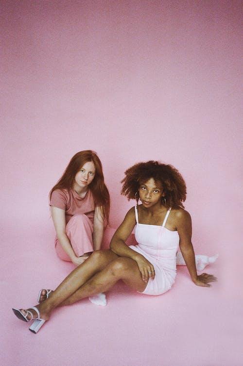 Fotos de stock gratuitas de 35 mm, adulto, bonito, chica de raza negra