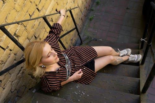 adım atmak, ayak basmak, cazibe, çekicilik içeren Ücretsiz stok fotoğraf