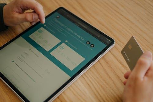 aygıt, çevrimiçi alışveriş, çevrimiçi işlem içeren Ücretsiz stok fotoğraf