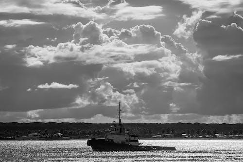 Gratis lagerfoto af abstrakt baggrund, båd, bådsejlads, baggrundslys