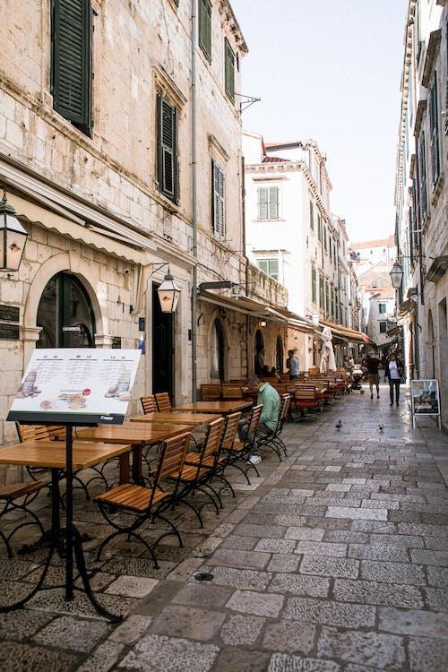 Бесплатное стоковое фото с архитектура, в возрасте, вертикальный, город