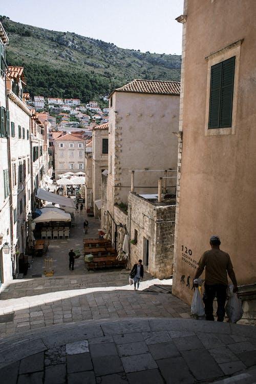 Бесплатное стоковое фото с архитектура, в возрасте, вертикальный, деревня